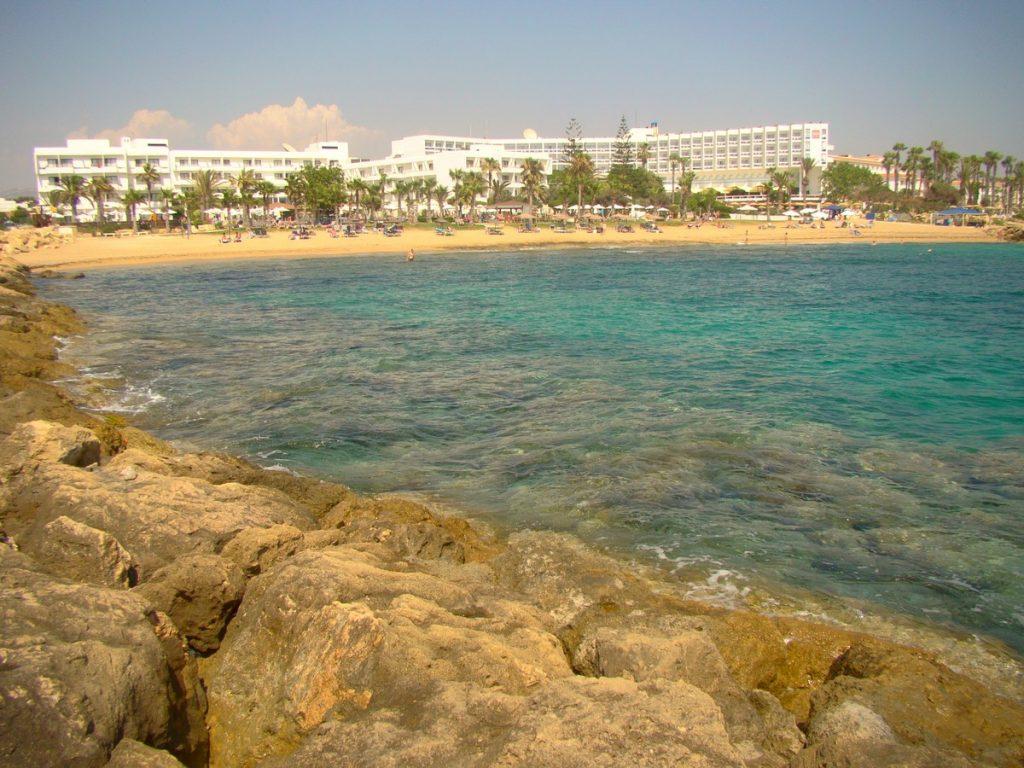 Widok na siostrzany hotel Cyprotel Maris,z którego mogliśmy korzystać