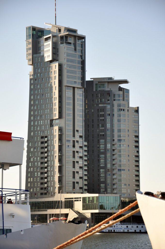 Sea Towers - największy budynek w Trójmieście - 36 pięter i tylko 12 m do linii brzegowej