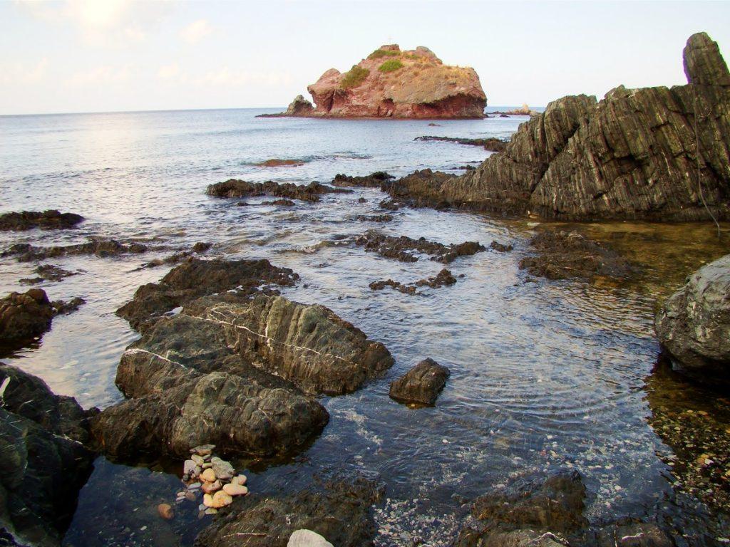 Same kamienie,skały,nawet nie było możliwości by się rozłożyć i wygodnie poleżeć - siedzieliśmy na skałach ;)