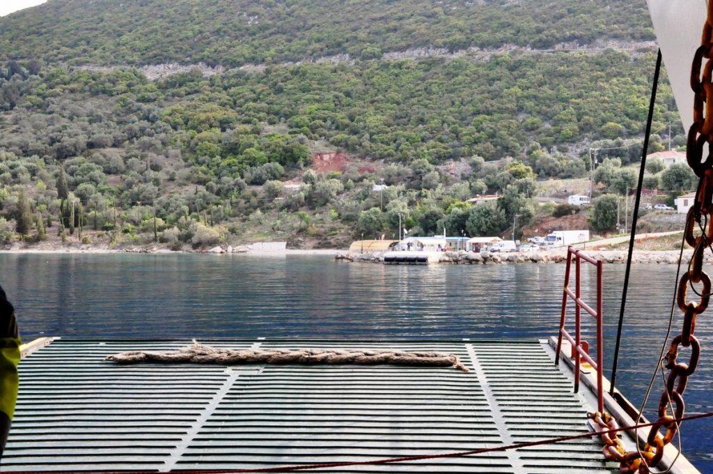 Dobijamy do brzegu Itaki w miejscowości portowej Aetos